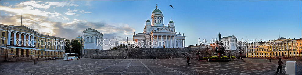 Helsinki's Senate Square. ALL photos and images & R.C. Gelber 1999 -