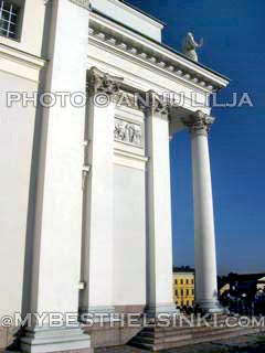Government_Palace_btw_Dome_pillars. Photo © Annu Lilja. All Rights Reserved.