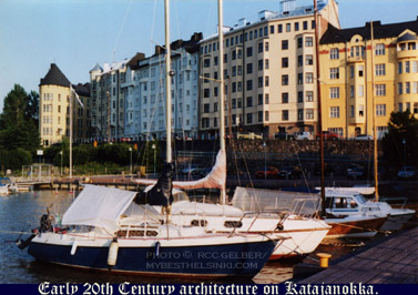 Early 20th century architecture on Katajanokka.Photo & pop-up photo © R.C. Candolin-Gelber 1999 -