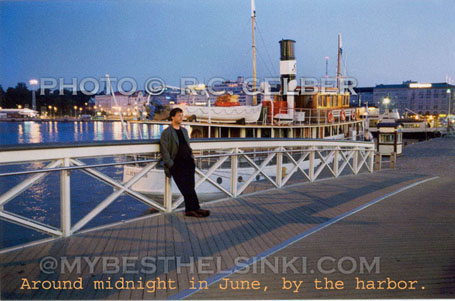 Footbridge from Katajanokka to Market Square, midnight in June. The little cruise ship J.L.L.Runeberg in center. The buildings on Eteläranta in background, including Palace hotel. Photo & pop-up photo © R.C. Candolin-Gelber 1999 - 2010 -