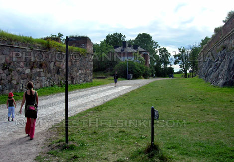 There are many nice walking routes on Suomenlinna Fortress Island, Helsinki