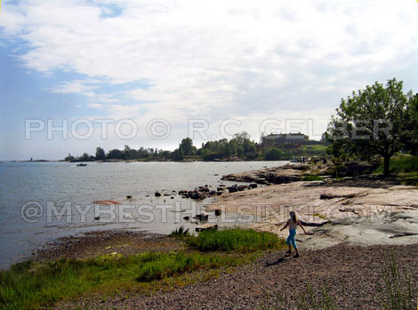 Summer view: From Helsinki's Kaivopuisto to Harakka island. Photo & pop-up photo © RC Gelber